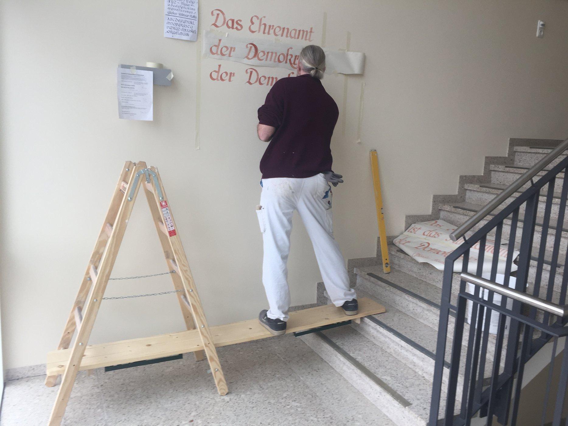 Treppenhausgestaltung im Rahmen einer Lehrlingsbaustelle - Malerportal